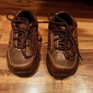 Oshkosh brown leather shoes size 5.